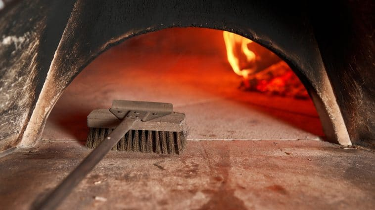 cleaning pizza oven